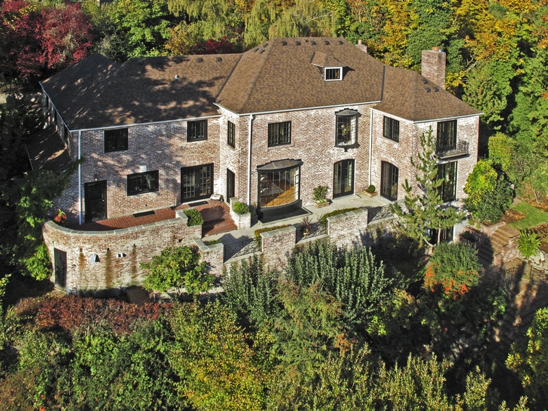 Mount Baker Estate  Sold for $2,378,000   Represented the Seller