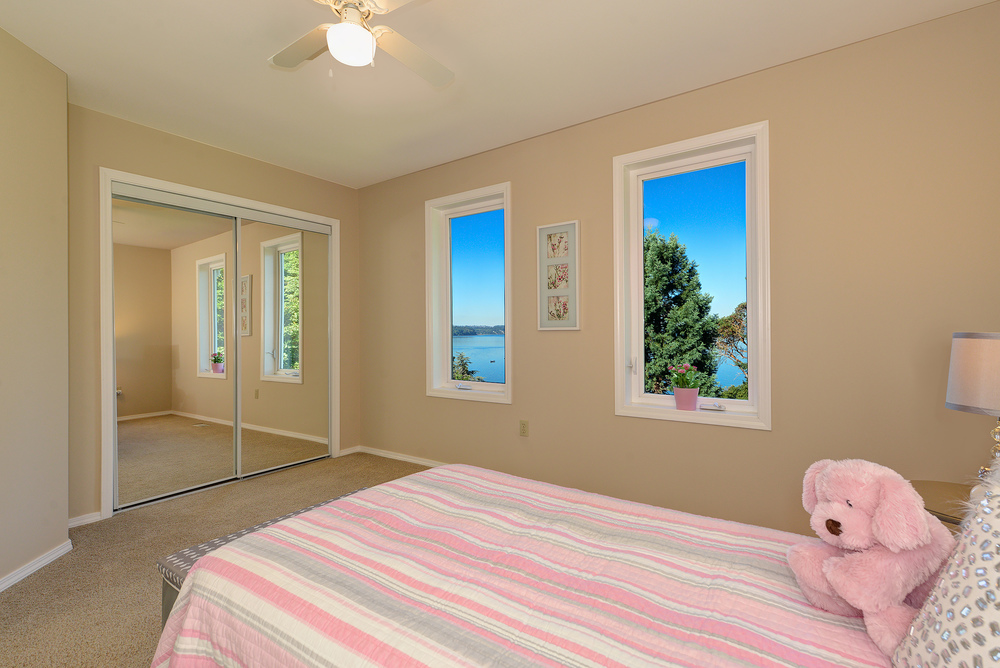 14 - Bedroom.jpg