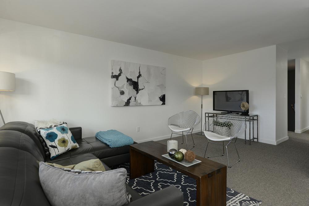 5 - LIVING ROOM 2.jpg