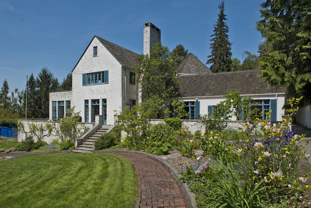 On the Market | The Highlands