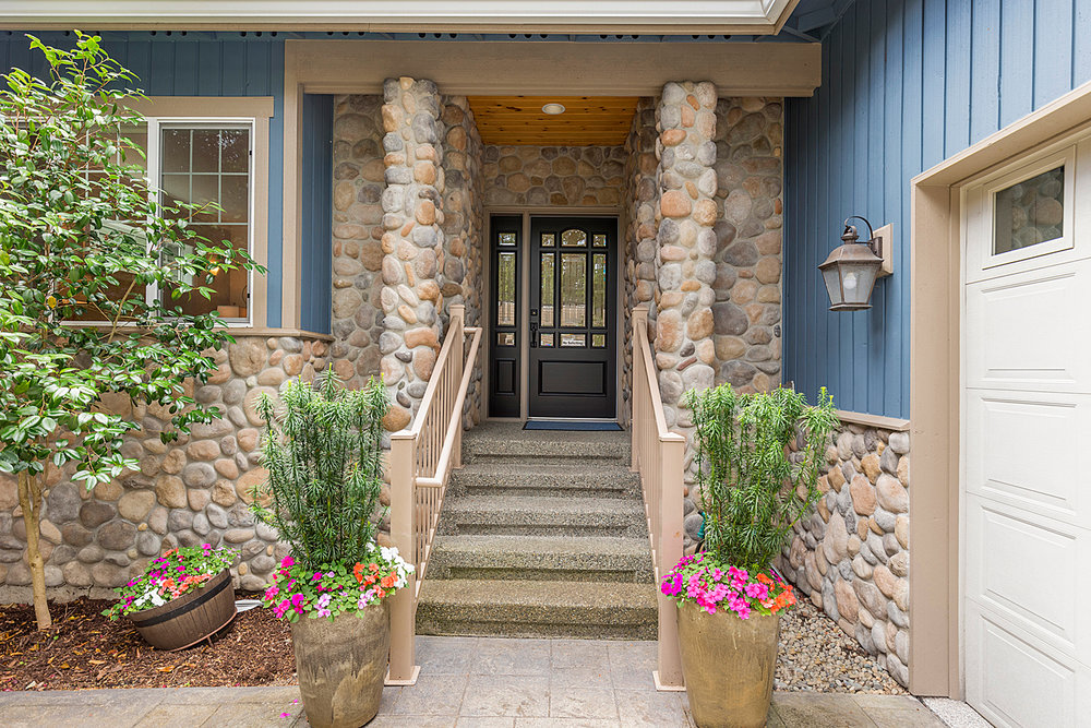 17 front entry.jpg