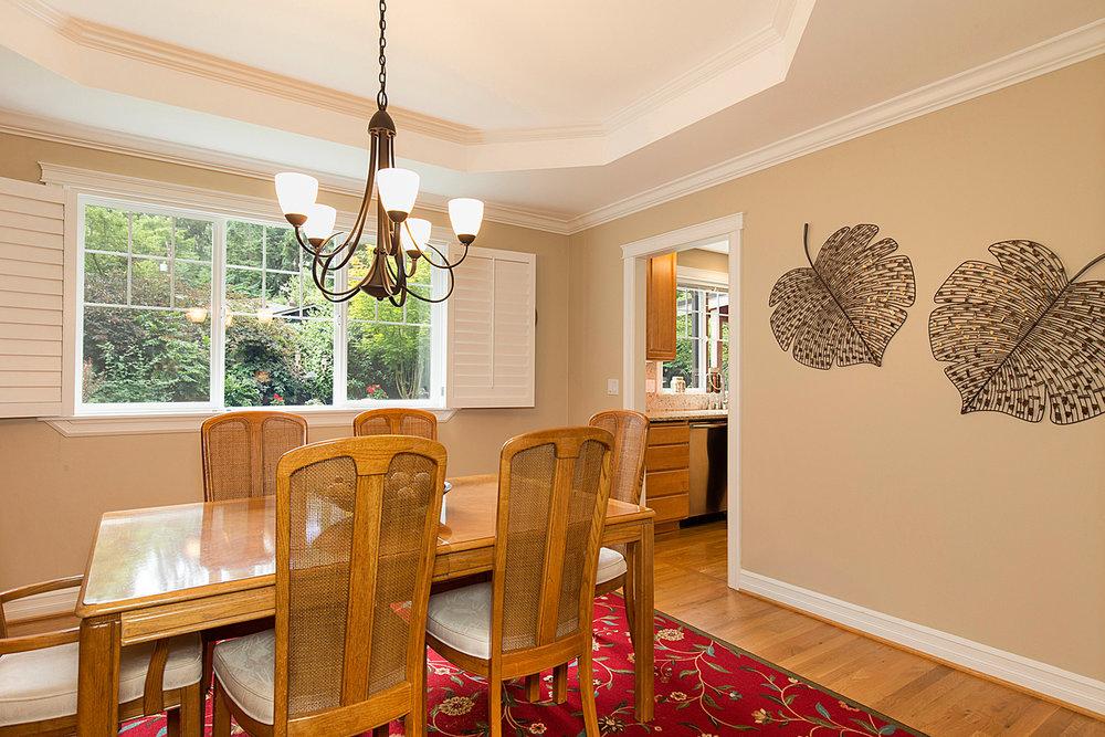 10 dining room 1-2.jpg