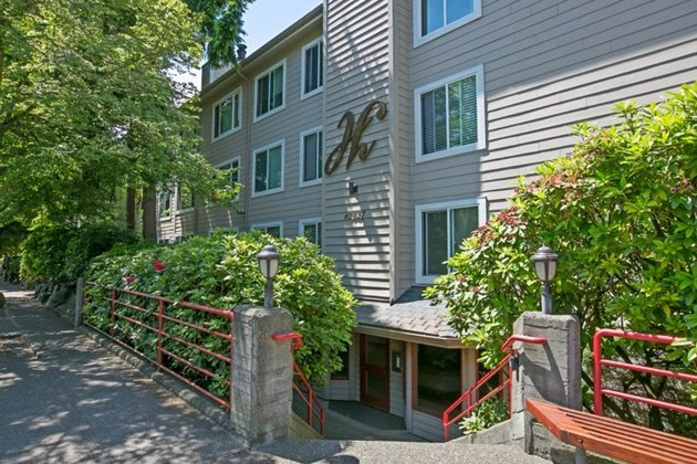12027 15th Ave NE | Seattle  Sold for $215,000   Represented the Buyer