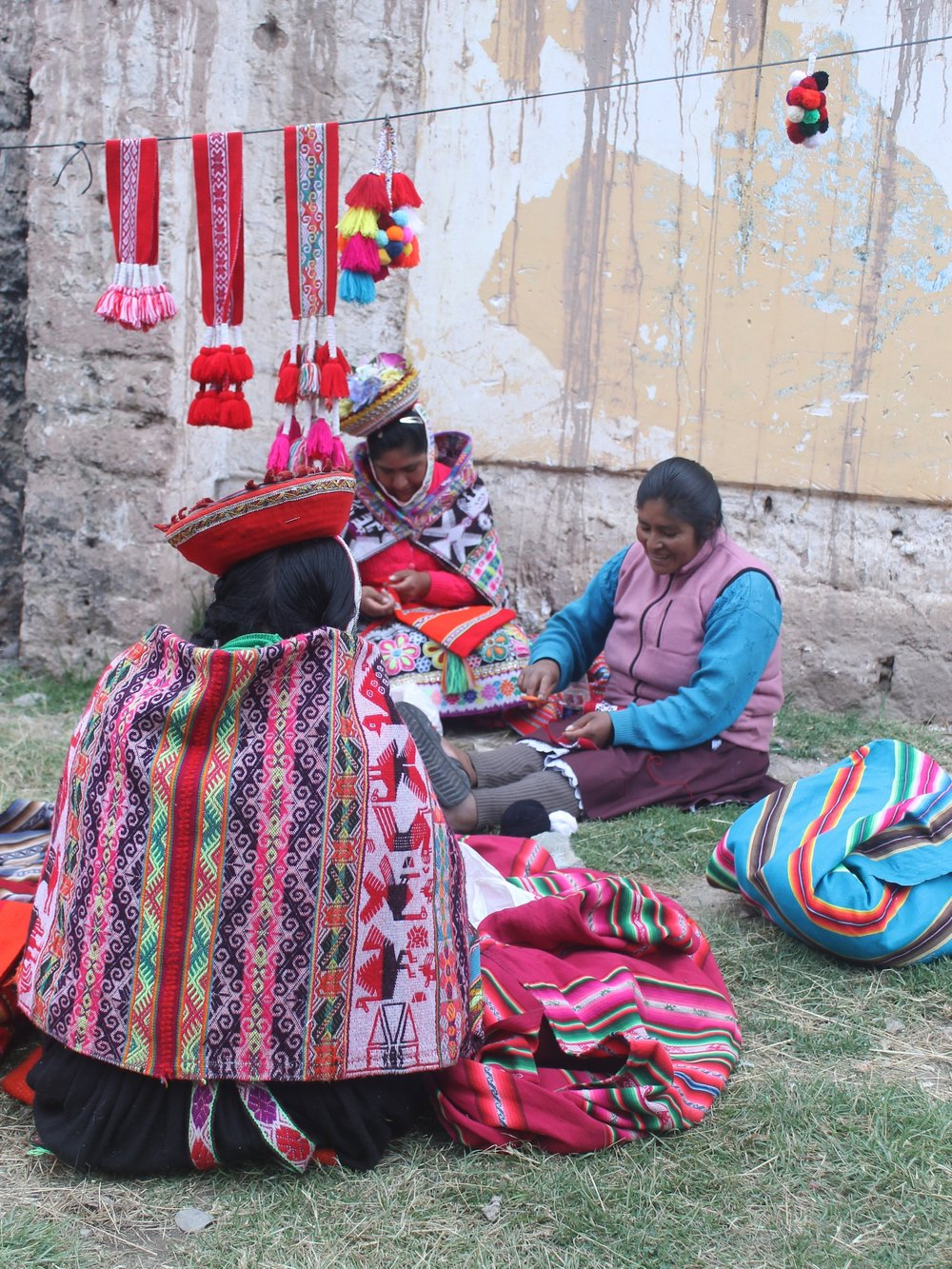 The Project   Together with the Plan Wallata project, SPI is working with local female textile artisans to bring them more economic opportunities. Local women have been trained to make new products using the traditional back-strap loom techniques, as well as how to better run their businesses.