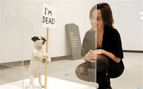 "David Shrigley, ""I'm Dead"" (2010). Image credit:  The Telegraph ."
