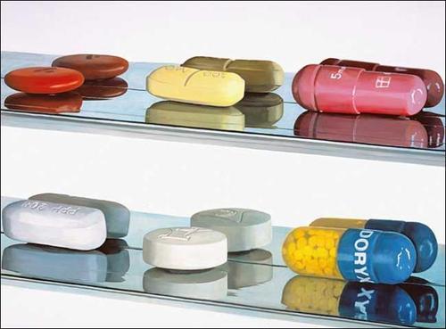 "Damien Hirst, ""6 Pills"" (2004). Image credit:Pharmer.org."