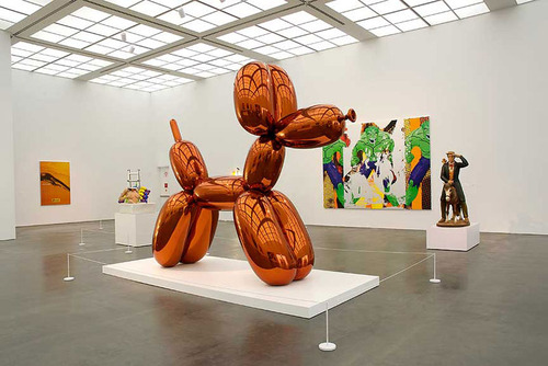 "Jeff Koons, ""Balloon Dog (Orange)"" (1994-2000). Image credit: 250 Words."
