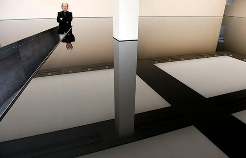 "Richard Wilson, ""20:50"" (1991). Used sump oil and steel. Image credit: aliraqi."
