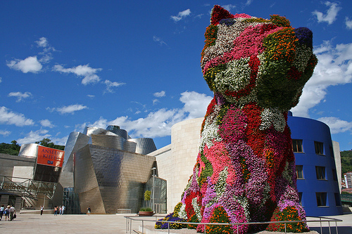 "Jeff Koons, ""Puppy"" (1992). Guggenheim Bilbao, Spain. Image credit: Ian Turk via Flickr."