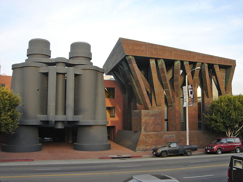 Claes Oldenburg & Coosje van Bruggen,  The Binocular Building  (1991). Image credit: Wikimedia.