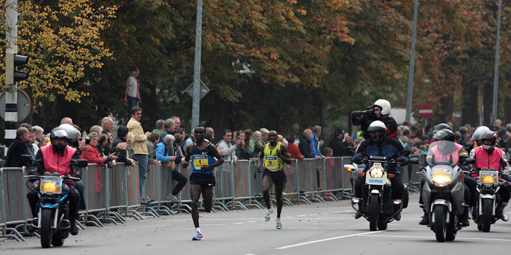 Eliud Kipchoge running a marathon in the Netherlands. Photo by Michiel Jelijs. License.