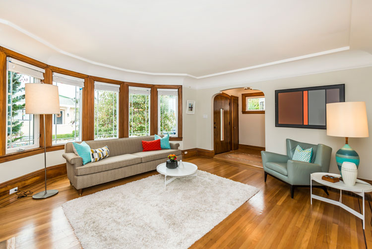 livingroom_todoor.jpg