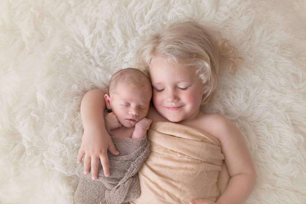 Worthington Photographer, newborn photography session, sibling, sisters