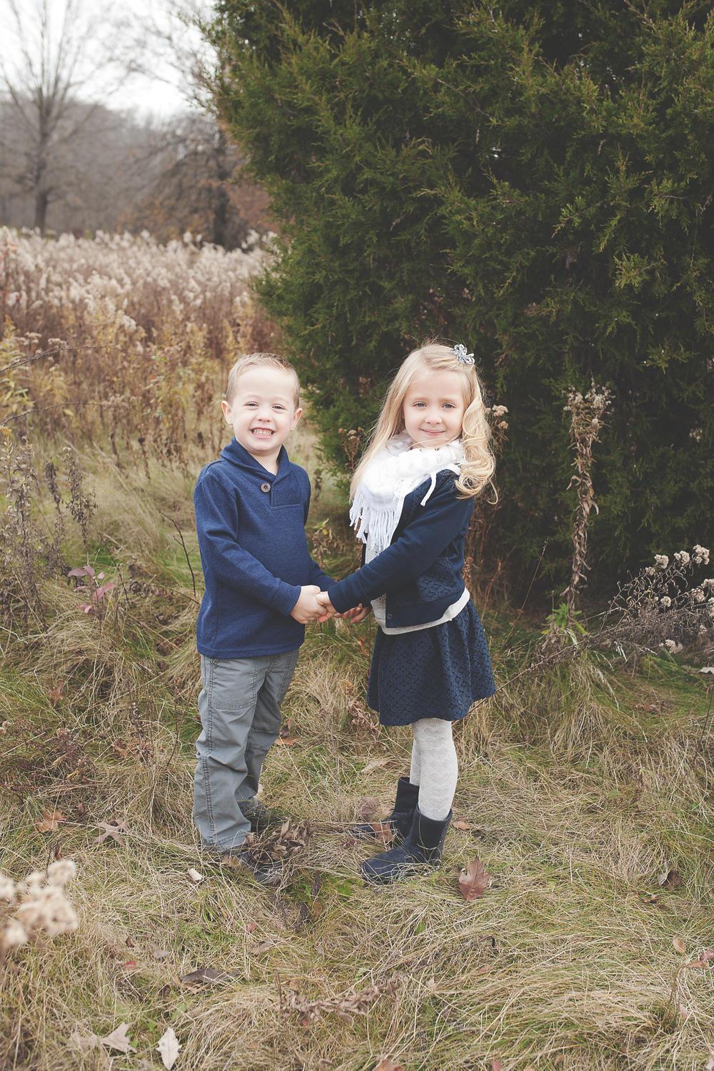 Worthington Photographer, Fall on location session, family
