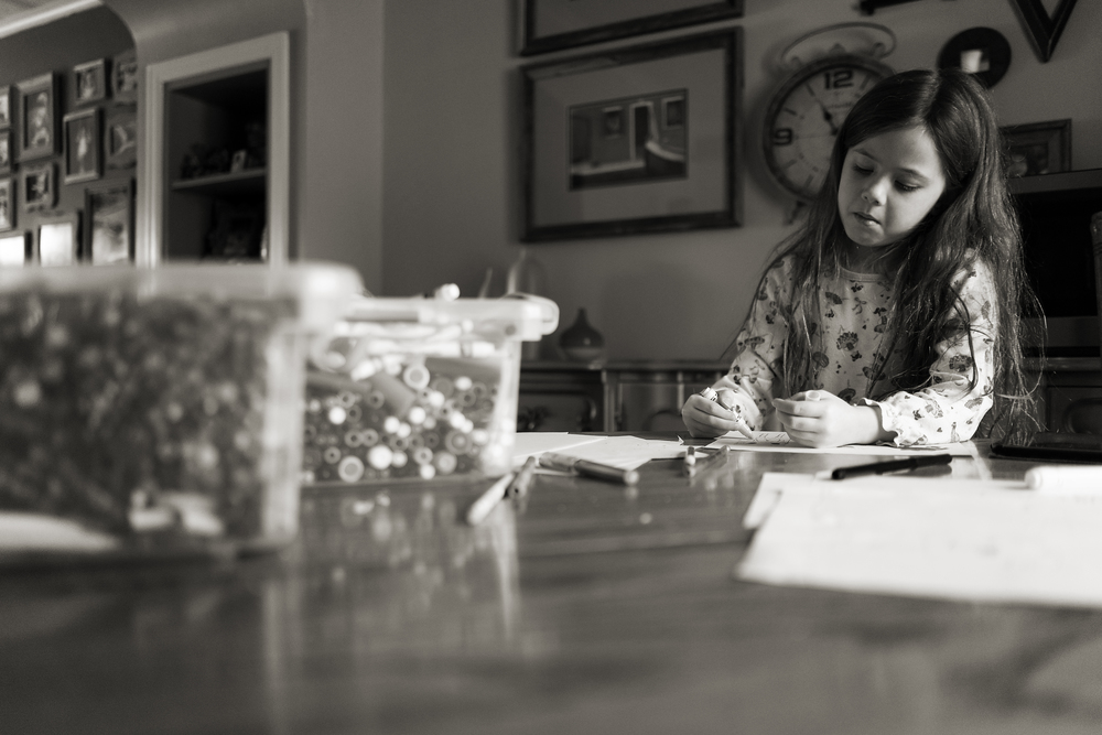 Columbus photographer photographs six year old daughter drawing with markers in Worthington vintage home.