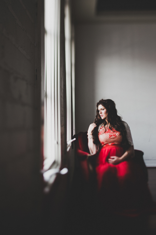 alysha_maternity_studio (26 of 32).jpg