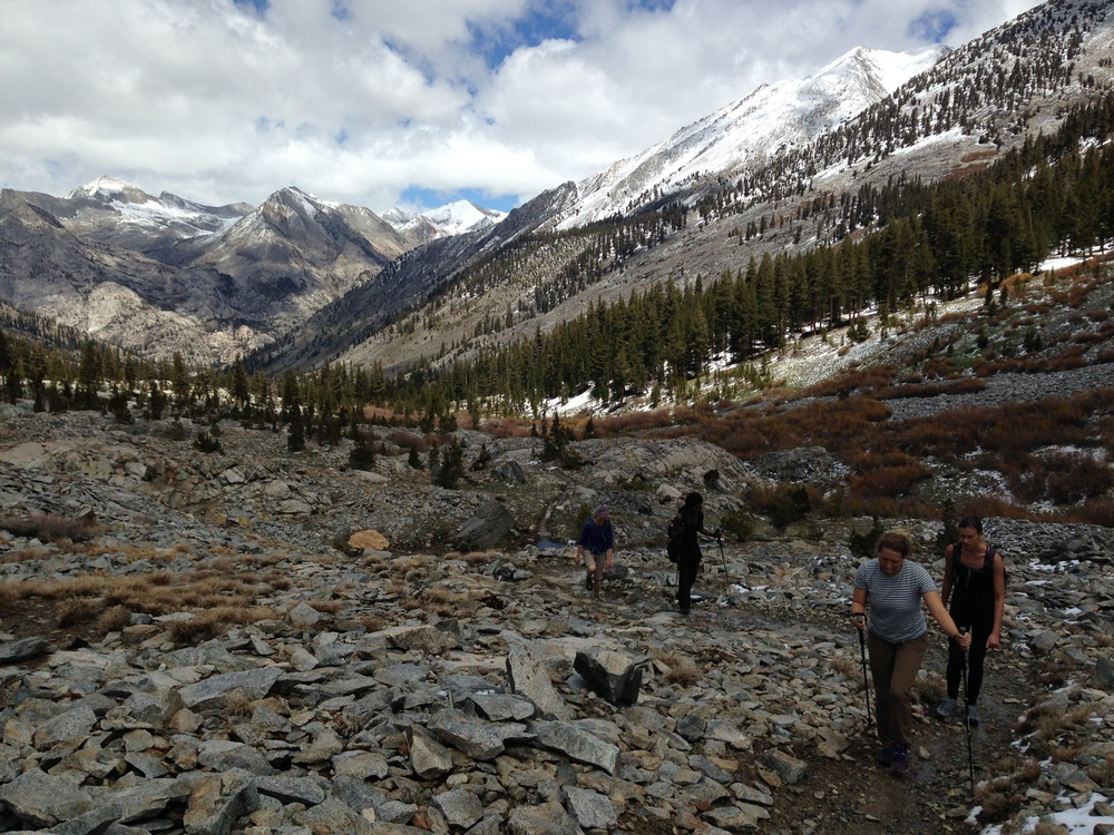 crin, maya, eva, and bnna work their way up towards the rae lakes with light packs
