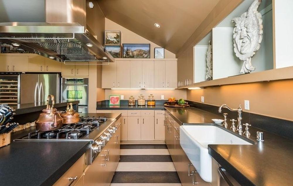 Full House kitchen.jpg