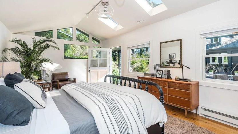 Jerry-Garcia-bedroom-832x468.jpg