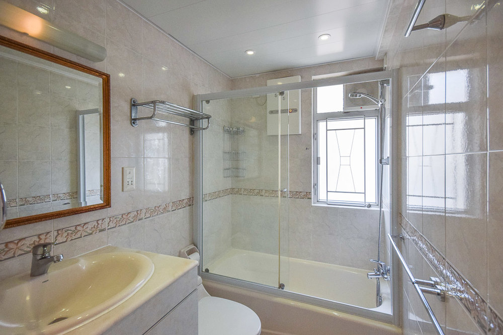 Master Bathroom-web.jpg