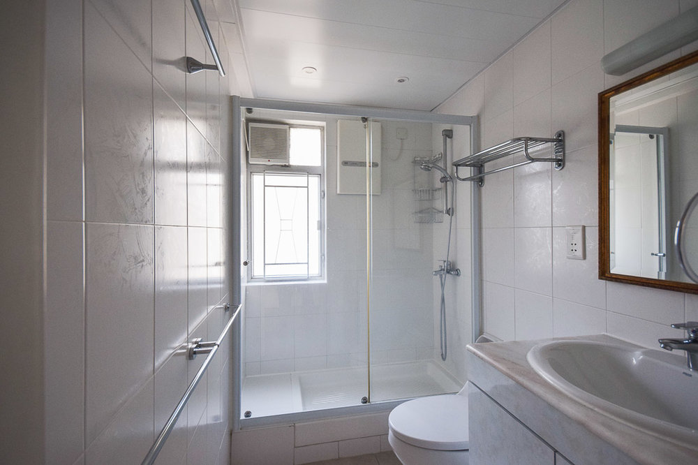Bathroom 2-web.jpg