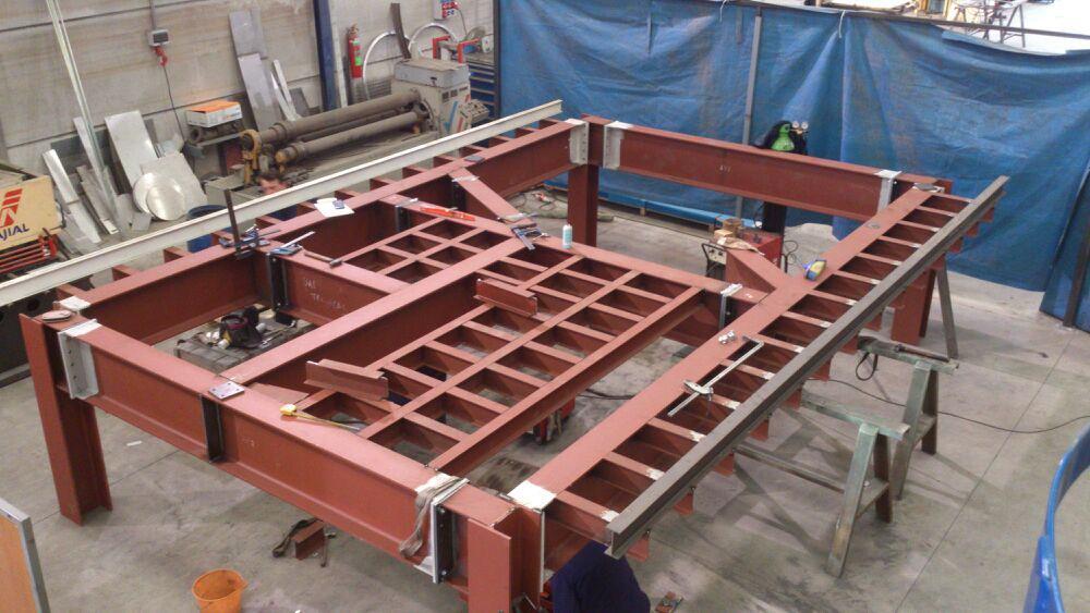 Estructura en construcción para soporte tanque agitación