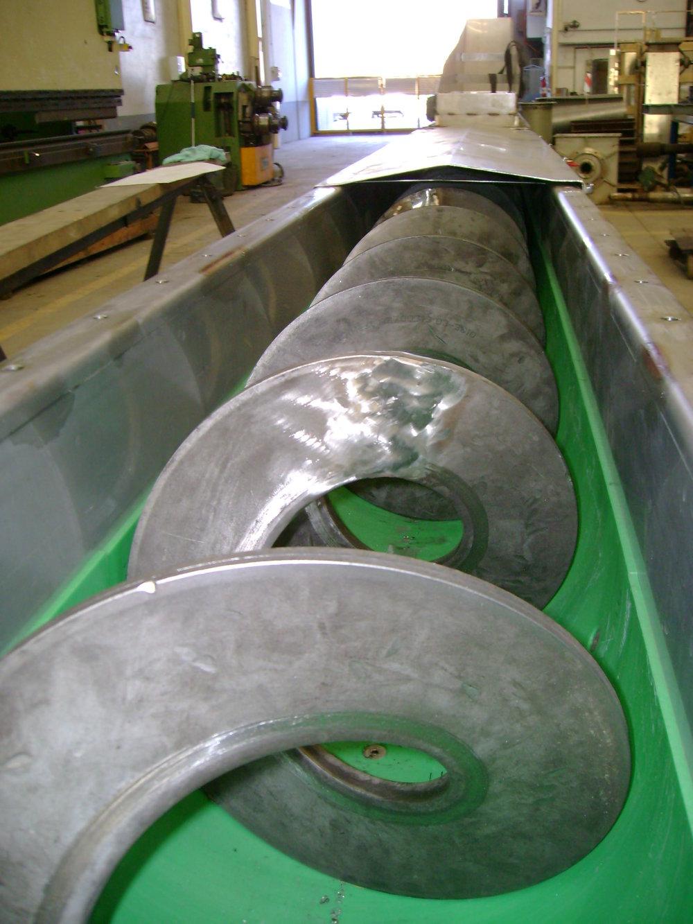 Sinfín con placa de PPR para transporte de lodos
