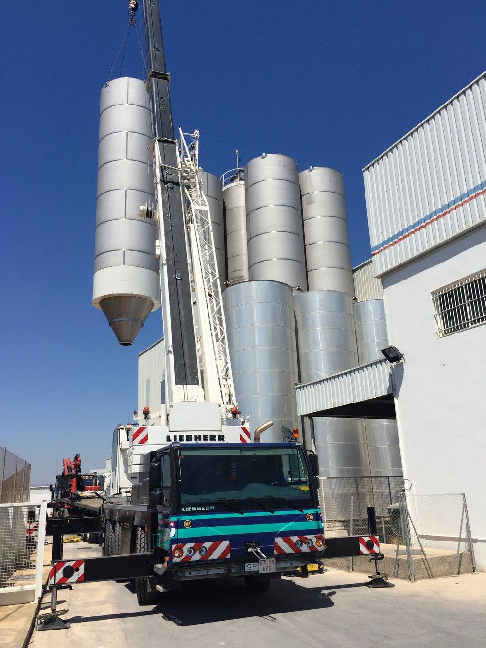 ESTRUCTURAS Y DEPÓSITOS: Proyectos llave en mano de almacenamiento de materias primas y transporte para procesos de fabricación de producto acabado.