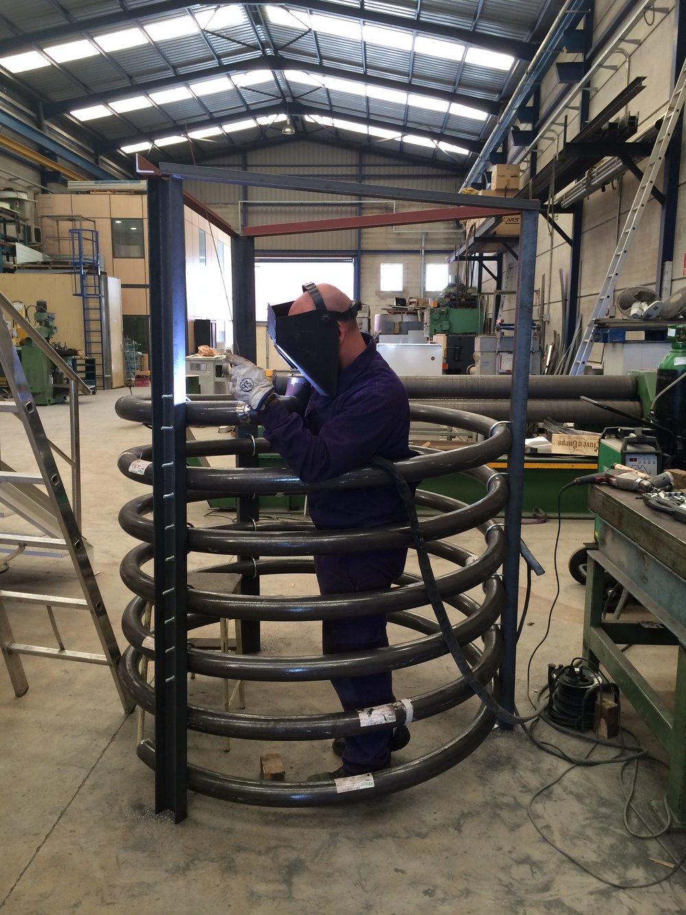 Rollado de tubo y soldadura para construcción de serpentín para enfriado de aceite
