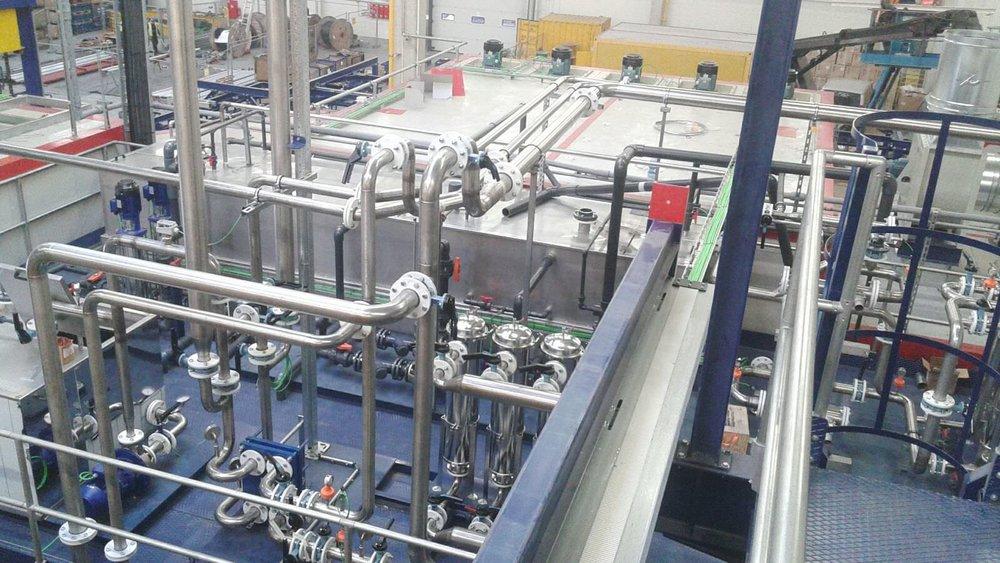 Construcción en taller e instalación y mantenimiento industrial de líneas de tuberías de acero carbono, acero inoxidable y galvanizado