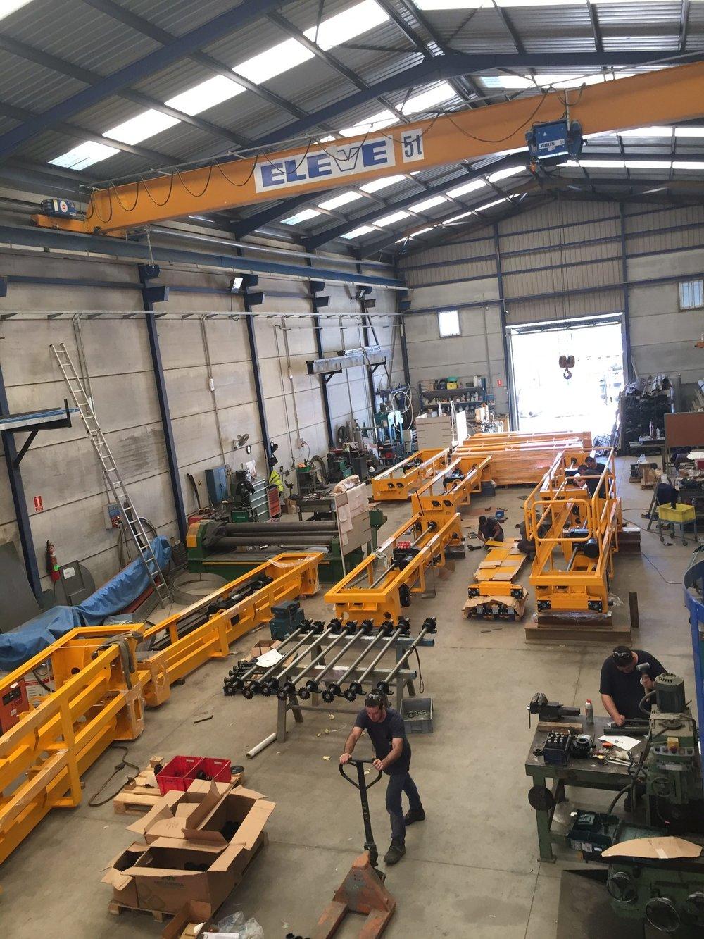 Construcción de puentes grúa de proceso para procesos en cadena del sector de la automoción