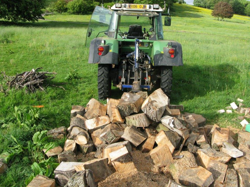 Log spliting 4.jpg