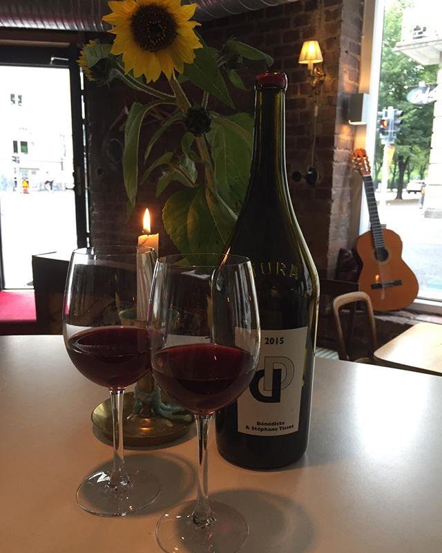 Baren är öppen med vin & kaerlighet🍾🥂Välkomna!!