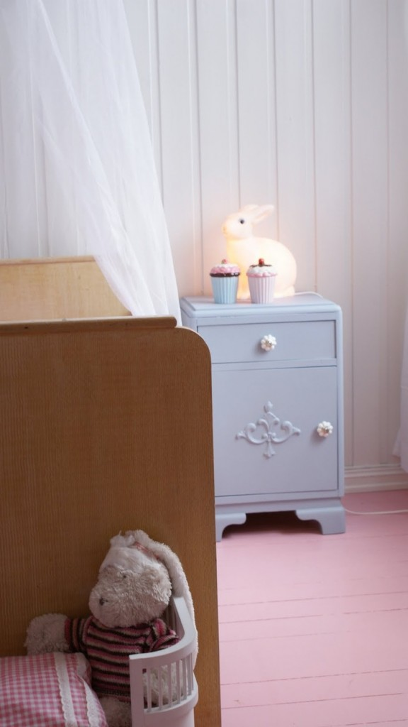 habitacion-niña-suelo-rosa-576x1024 - decopeques.jpg
