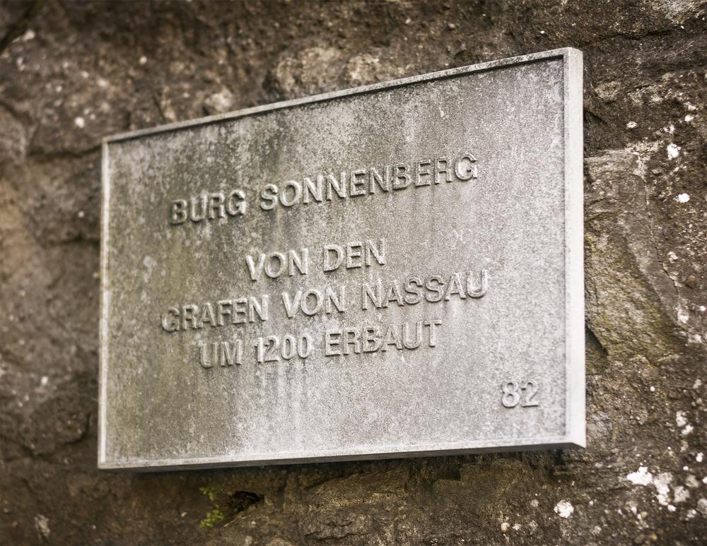 Wiesbadener Burgfestspiele. Der Burggarten der Burg Sonnenberg.