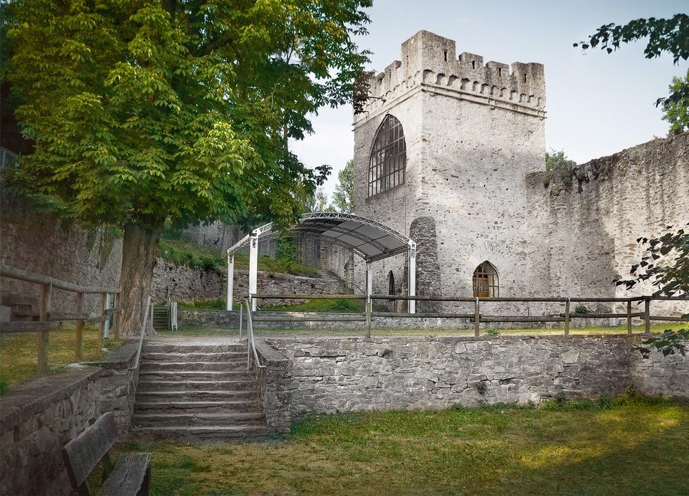 Wiesbadener-Burgfestspiele_Ort_Burggarten-2.jpg