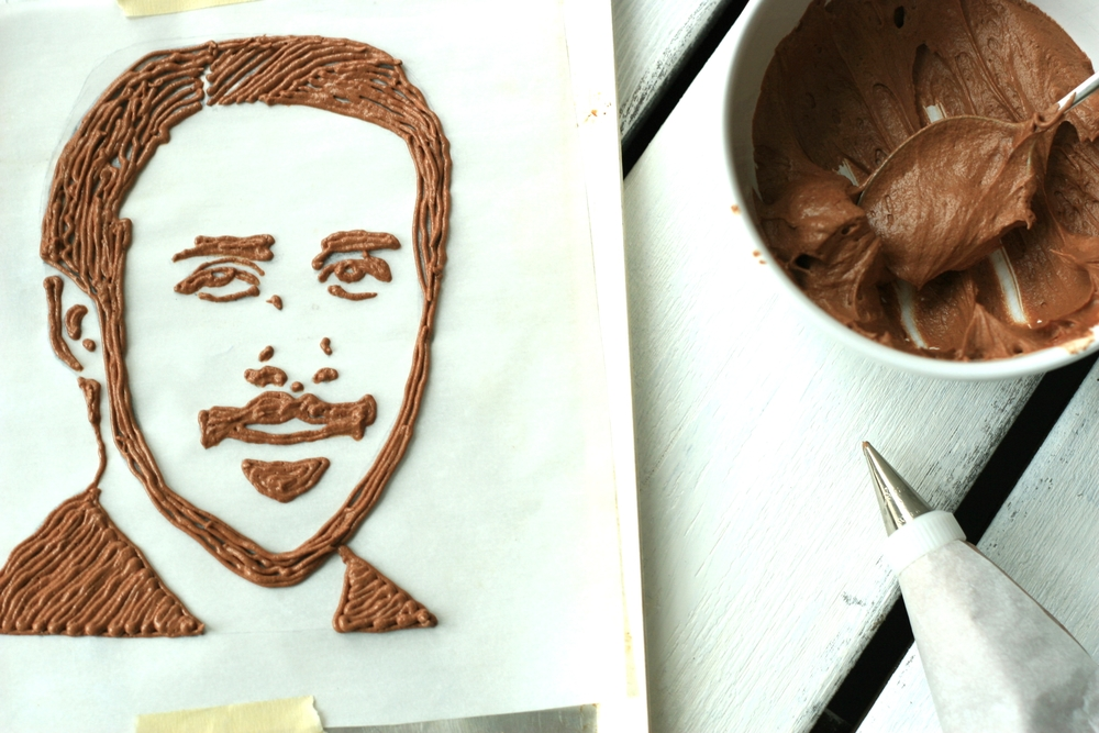 Ryan Gosling drawn in icing as he should be.