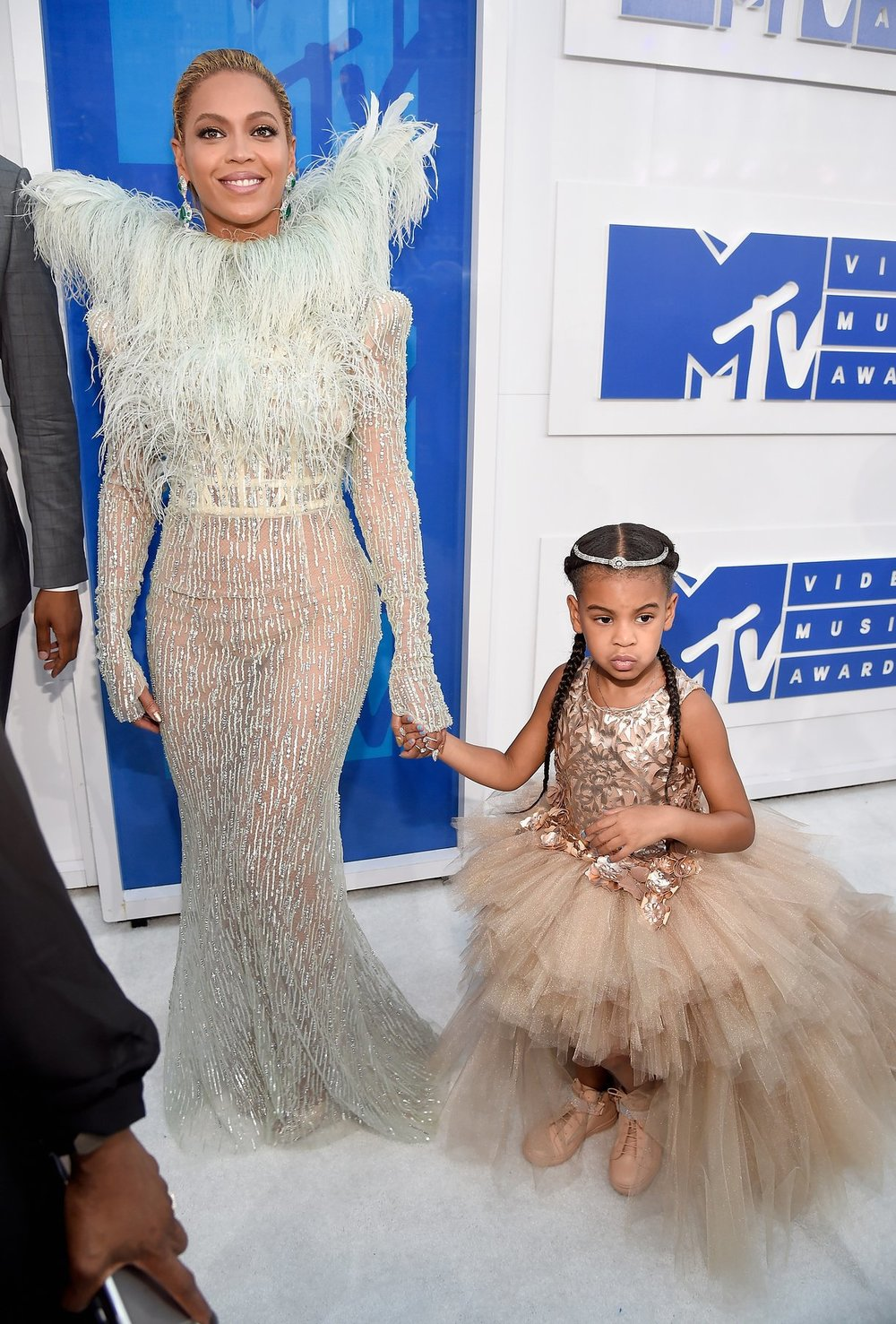 There's really no contest for best dressed when Beyoncé turns up on the red carpet dressed like an angel with her little cherub Blue Ivy by her side... without doubt, once again Queen B steals the show.