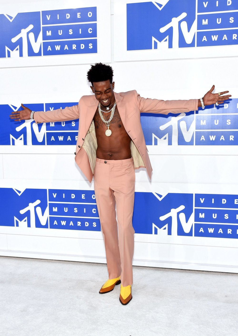 Sure to be the next biggest trend...19-year-old rapper,Desiigner is making his mark on fashion.Keeping it casual and opting for a shirtless Maison Margiela look. Suited and booted, sexy and sleek.