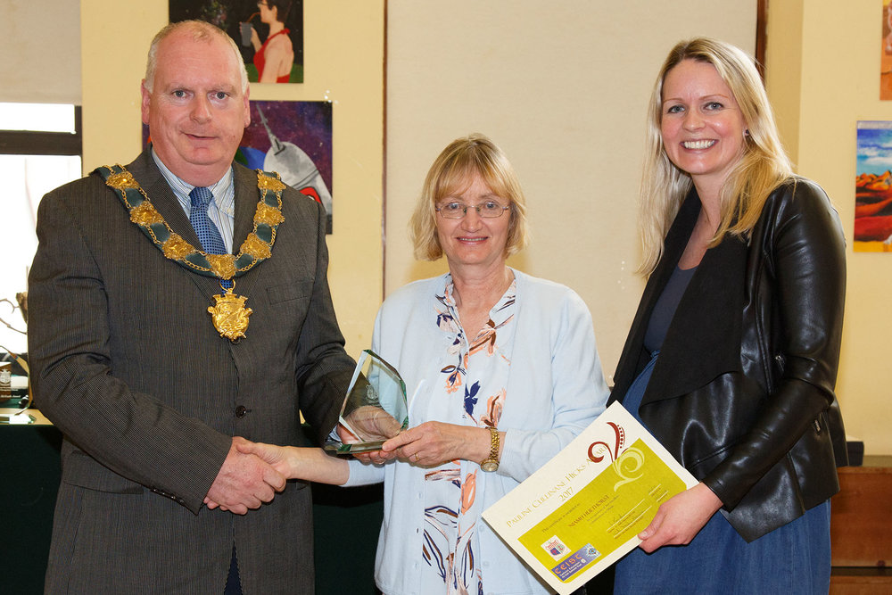 Niamh Heuthorst was the winner of the Pauline Cullinane Hicks Award. Her mum Colette collected the award on her behalf