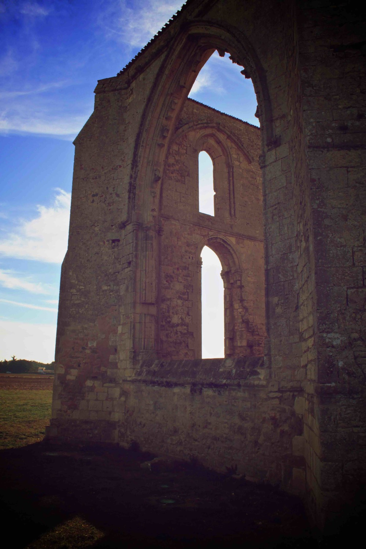 Abbaye des Châteliers grande fenêtre