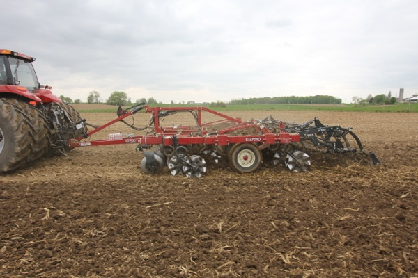 I-4200 Tillage Hybrid Vertical Tillage Side Photo