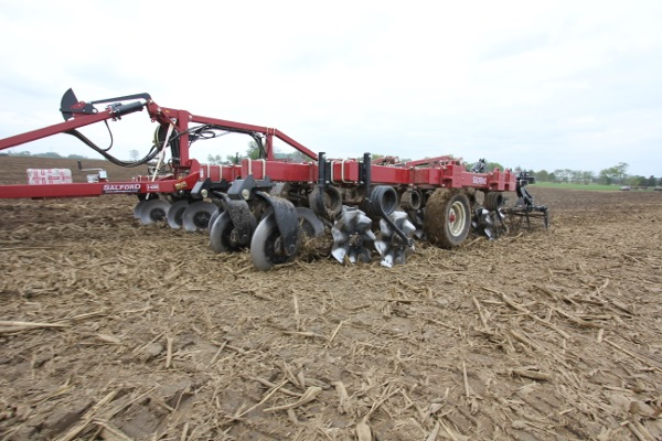 I-4200 Tillage Hybrid Vertical Tillage in the field