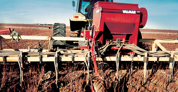 Valmar 1665 Row-Crop Applicator and Inter-Row Seeder