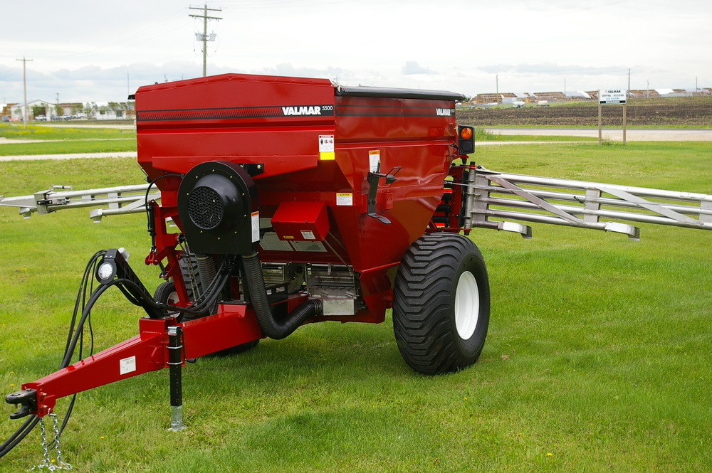 Salford Valmar Airflo 5500 Pull-Type fertilizer spreader