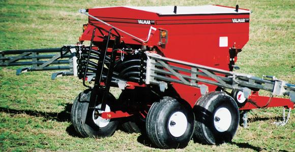 VALMAR AIRFLO 5500 PULL-TYPE fertilizer spreader