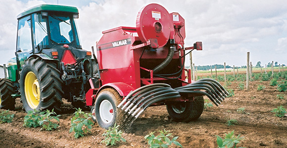 VALMAR 1255 pull-type inter-row banding or broadcast applicator
