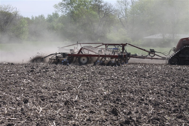 Salford I-2200 Independent Series vertical tillage - Equipped for anhydrous application