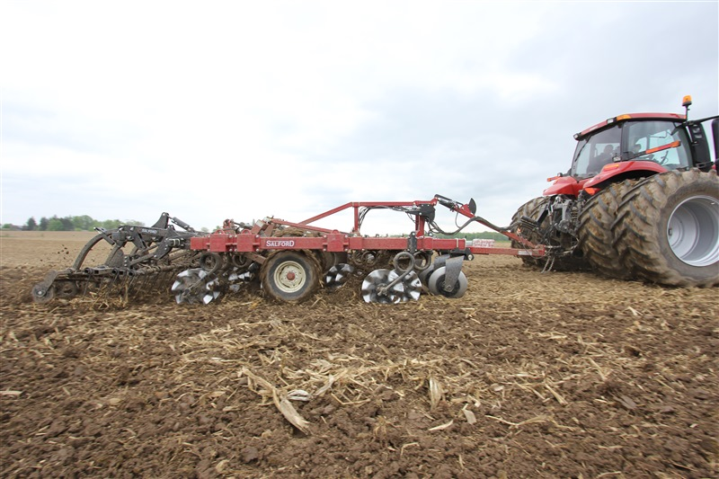 Salford I-4200 equipped with Flex Finish Finishing Attachment Independent Series vertical tillage