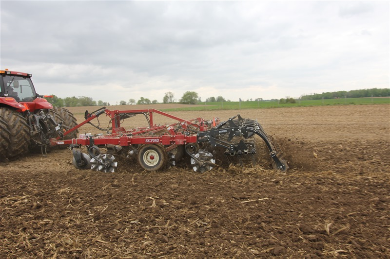 Salford I-4200 equipped with Flex Finish Finishing Attachment Independent Series vertical tillage 02